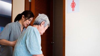En los informes de los hospitales se indica que los exámenes de detección se usan en exceso en muchos adultos mayores (Shutterstock)