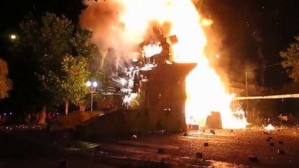 En La Plata, Berisso y Ensenada hacce ya varias décadas que se queman muñecos en la primera hora del nuevo año.