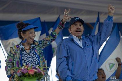 El presidente de Nicaragua, Daniel Ortega, junto a la vicepresidenta, Rosario Murillo