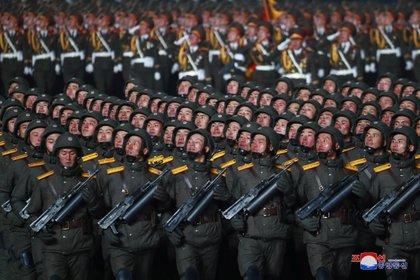 El congreso del Partido de los Trabajadores, que duró ocho días, terminó el martes mientras Kim Jong Un enfrenta lo que parece ser el momento más complicado en sus nueve años en el poder. KCNA via REUTERS