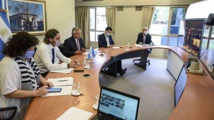 Alberto Fernández y su gabinete durante la última vídeo conferencia con los 24 gobernadores