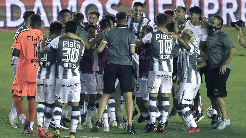 Banfield llegó a la final de la Copa Diego Armando Maradona tras golear a San Lorenzo