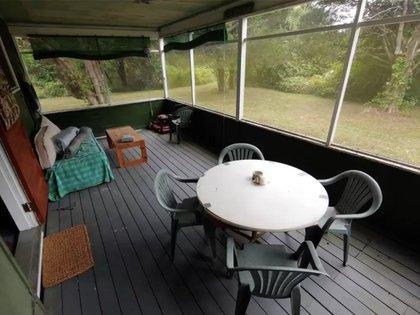 También tiene una estancia exterior anti mosquitos Foto: (Realtor)