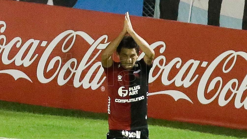 """En Colón estará disponible la gran figura del equipo, el delantero tucumano Luis """"El Pulga"""" Rodríguez."""