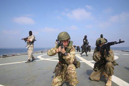 Rusia realiza ejercicios militares junto a Irán que inquietan a toda la región (Iranian Army/WANA (West Asia News Agency) via REUTERS)
