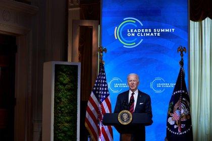 El presidente de Estados Unidos, Joe Biden, participa de una Cumbre Climática virtual con líderes del mundo en la Sala Este de la Casa Blanca en Washington, Estados Unidos. 22 de abril, 2021. REUTERS/Tom Brenner