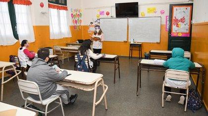 Pocas clases presenciales luego de un 2020 complicado. ¿Cómo reconciliar el derecho a una educación de calidad de nuestros hijos con los derechos laborales de los docentes?, se pregunta Yeyati