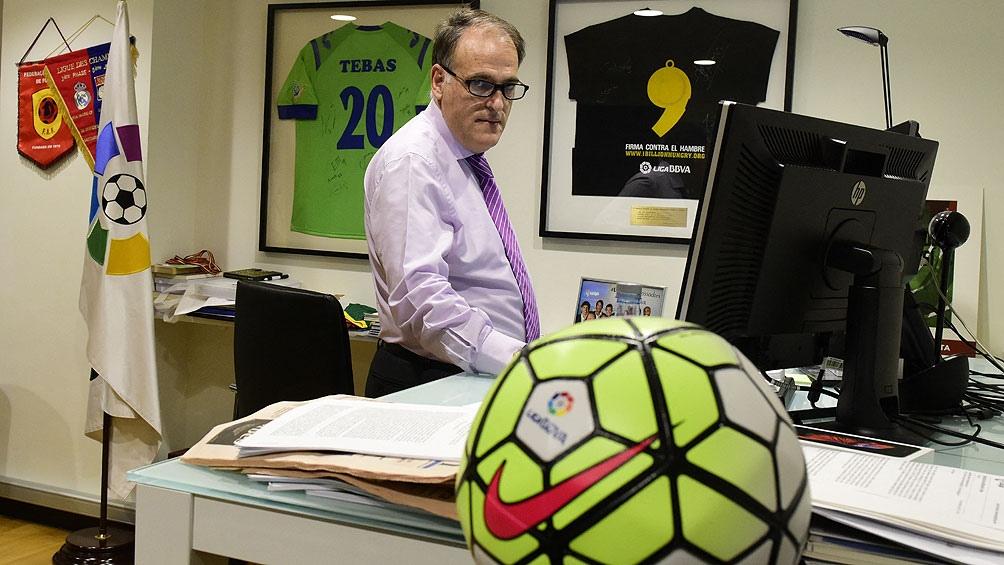 El presidente de la Liga, Javier Tebas, quien siempre tuvo la idea de jugar con gente.