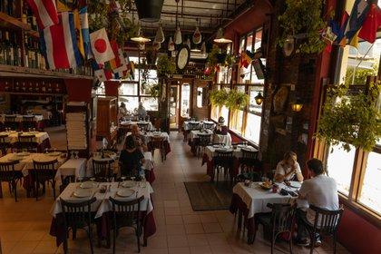 Los empresarios gastronómicos pueden recurrir al Repro para solicitar ayuda para el pago de salarios. Ahora también los trabajadores monotributistas y autónomos podrán hacerlo a través de un nuevo programa