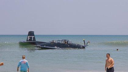 El piloto llegó por sus propios medios a la orilla