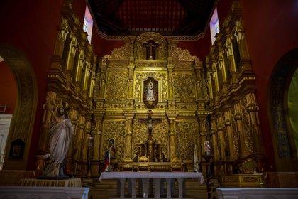 """Fotografía del altar de la iglesia """"Nuestra Señora de la Candelaria"""" donde reposan los restos mortales de José Gregorio Hernandez, el 21 de abril de 2021, en Caracas (Venezuela). EFE/ Miguel Gutiérrez"""