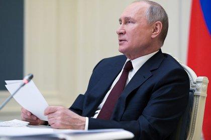 El presidente Vladimir Putin participa en la cumbre virtual sobre clima desde Moscú. Rusia, abril 22, 2021. Sputnik/Alexei Druzhinin/Kremlin via REUTERS