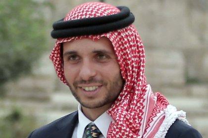 El príncipe Hamzah, medio hermano del rey Abdullah, que es acusado de participar en un complot para realizar un golpe de palacio. KHALIL MAZRAAWI / AFP
