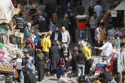 El mercado del centro de Amman permanece en calma después del anuncio del complot y el desafío del príncipe Hamzah. Pero la situación económica es muy comprometida. Khalil MAZRAAWI / AFP.