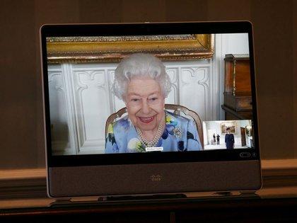 Foto del martes de la reina Isabel en un acto para recibir a nuevos embajadores. Abril 27, 2021. Yui Mok/Pool via REUTERS