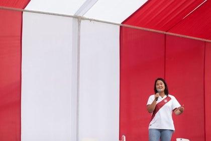 La candidata derechista Keiko Fujimori habla a sus partidarios en Lima, Perú. 15 mayo 2021. REUTERS/Alessandro Cinque