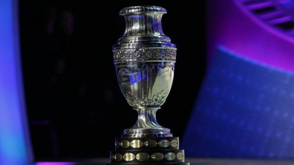 Analizan si la Copa América se disputará íntegramente en la Argentina o si se sumará Chile como segunda sede.