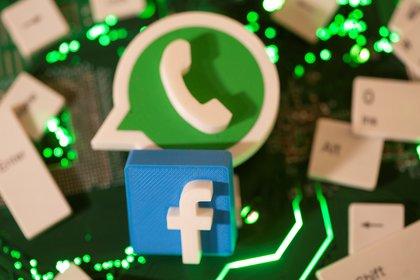 """Lss nuevas """"Políticas de Privacidad"""" de WhatsApp """"podrían lesionar la competencia y el interés económico general"""", dice el informe de la CNDC en que se basa la medida cautelar REUTERS/Dado Ruvic/Illustration/File Photo"""