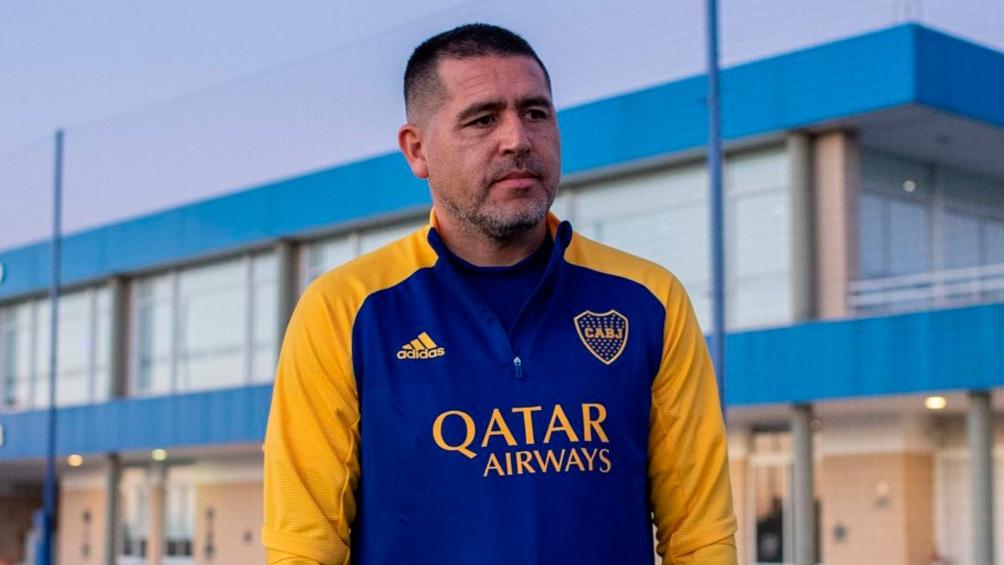 Desde su llegada como dirigente al club que le dio la fama como futbolista, esta fue una de las pocas veces que Román tuvo una reunión grupal.