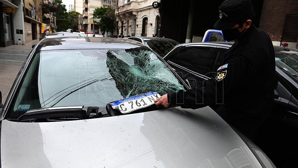 Denis Rodríguez, de 25 años, quien se recupera de una cirugía en el tendón de Aquiles, conducía un Volsswagen Gol color gris.