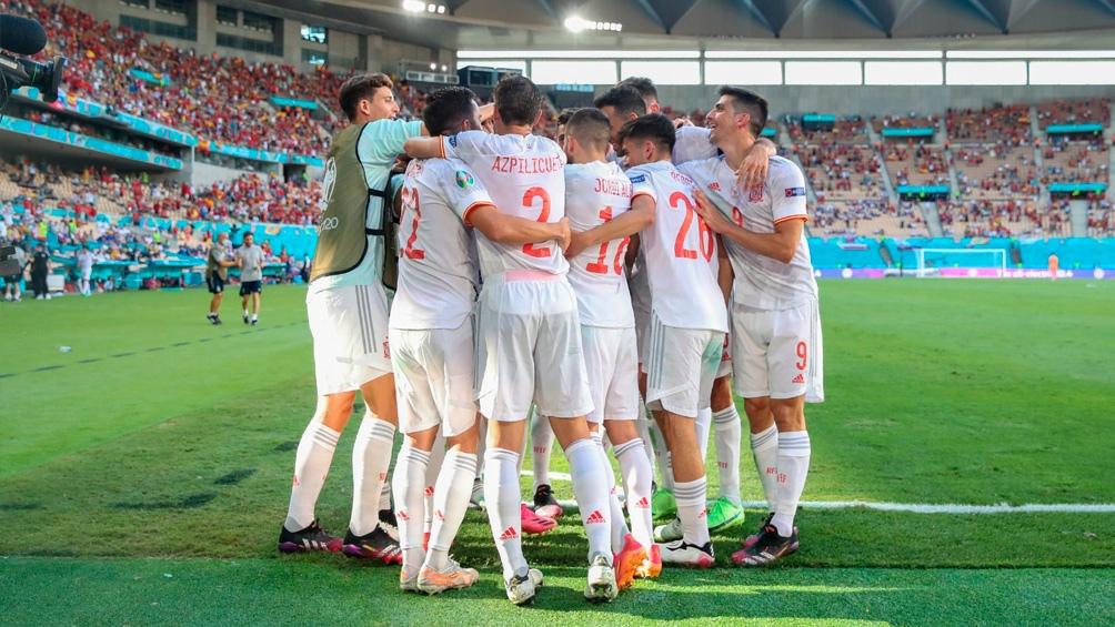España aplastó este miércoles a Eslovaquia por 5 a 0 en el estadio Olímpico de Sevilla y se metió en los octavos de final de la Eurocopa. Foto: Twitter @SeFútbol