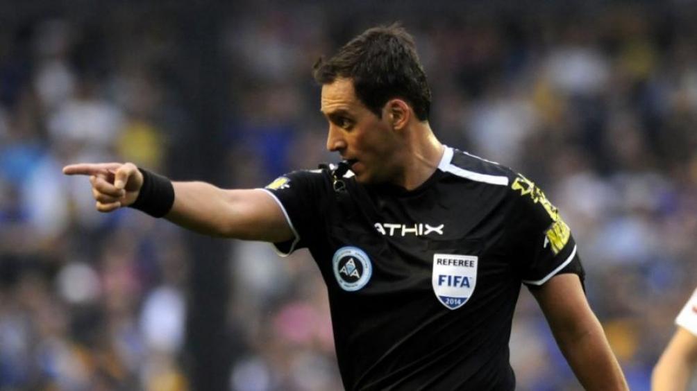 Fernando Rapallini, juez sudamericano en la Eurocopa, dirigirá el duelo entre Italia y Austria en Wembley (Foto Archivo)