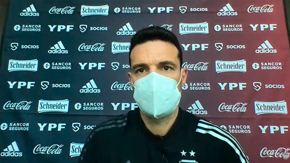 """Sobre Sergio Agüero, Scaloni dijo que está """"lógicamente falto de ritmo porque no ha jugado los últimos partidos. Tendrá que ir mejorando su condición, pero claro que puede ser una opción""""."""