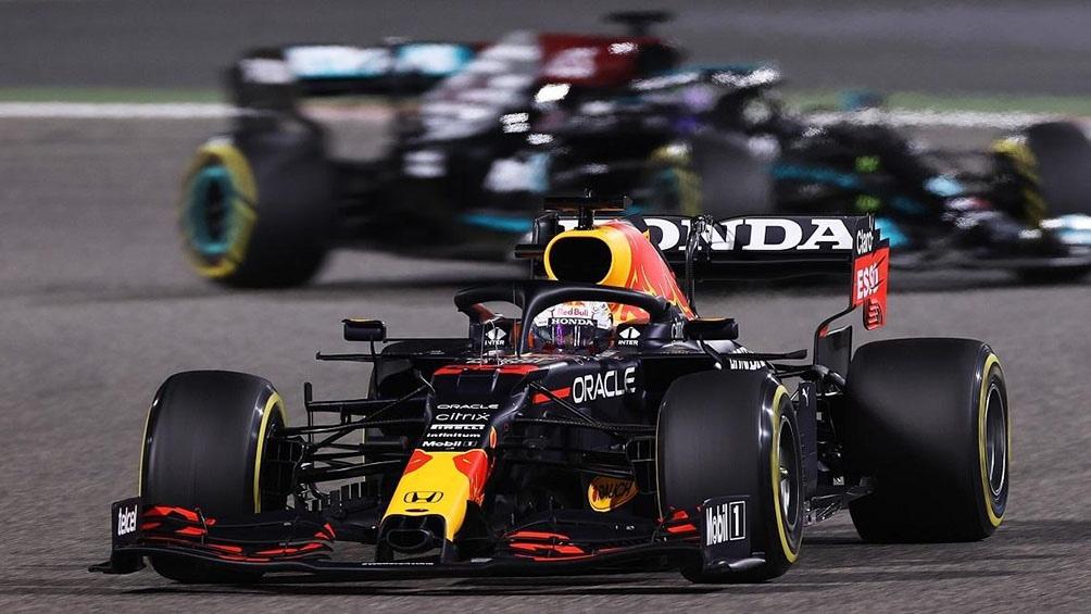 El neerlandés Max Verstappen (Red Bull) lideró el Gran Premio de Azerbaiyán hasta la vuelta 46 cuando una falla de neumáticos lo dejó fuera de competencia.