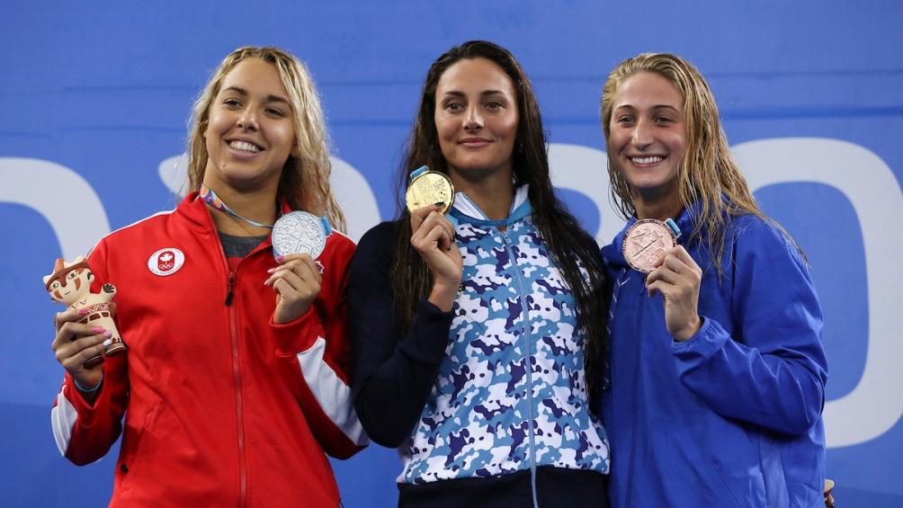 Virginia Bardach, al recibir el oro en los Panamericanos de 2019 en los 200 metros mariposa.