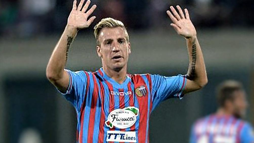 Con la camiseta de Catania, uno de los siete equipos italianos en los que jugó.