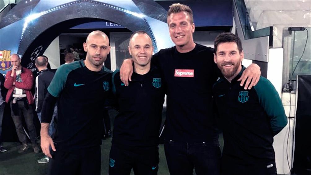 Con sus excompañeros del Barça, Messi, Iniesta y Mascherano.