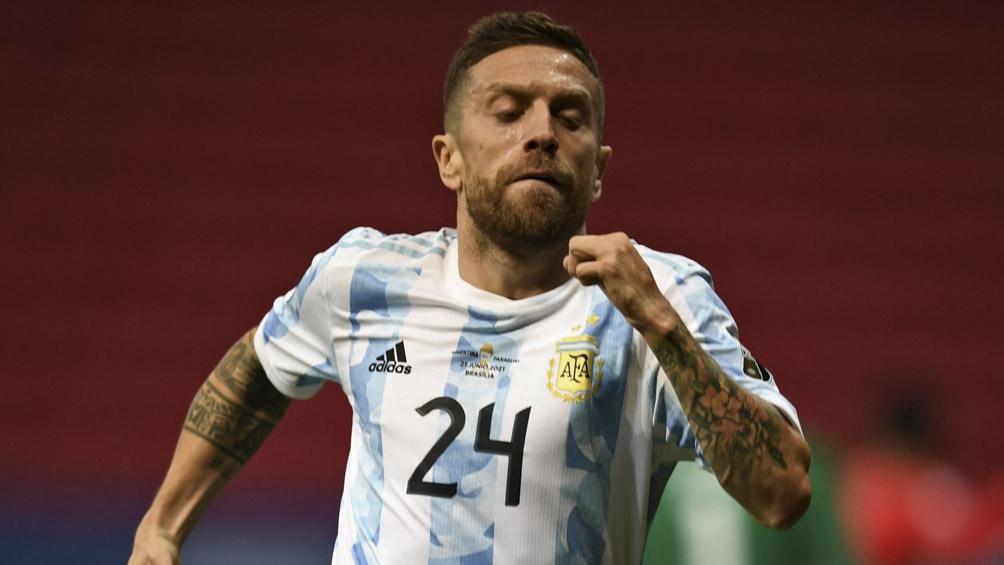 Papu Gómez en el festejo de su gol ante Paraguay-