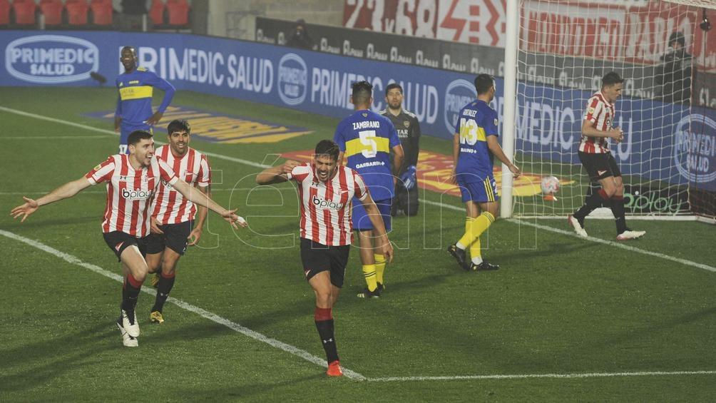 Los jugadores de Estudiantes festejan el gol de Fabián Noguera.