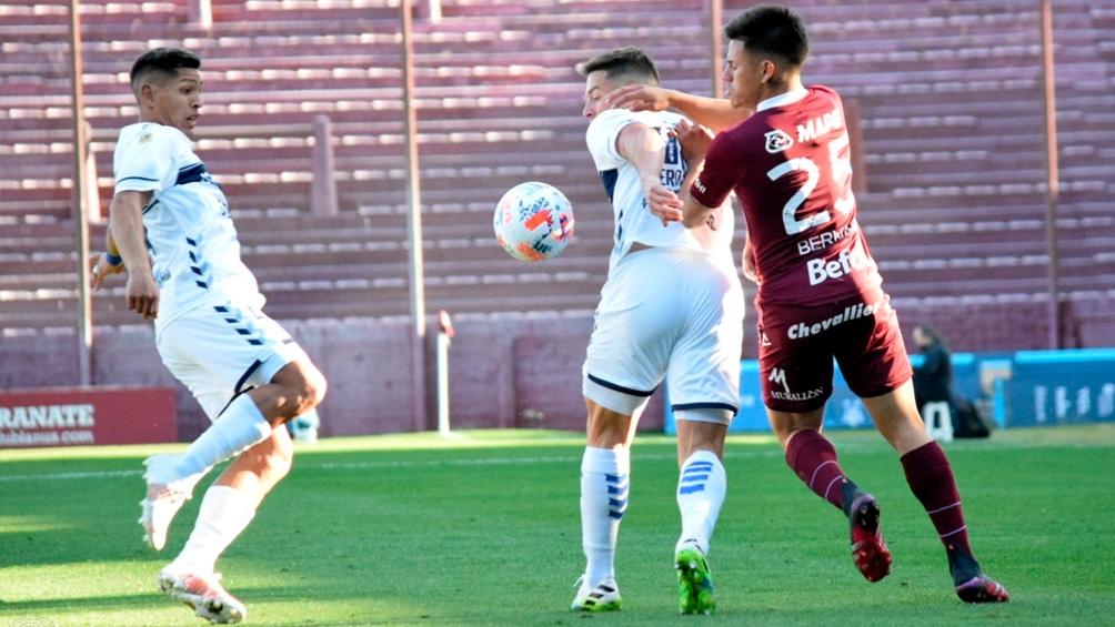 Lanús aprovechó una temprana expulsión del rival, ganó y trepó a la punta (Twitter: @clublanus).