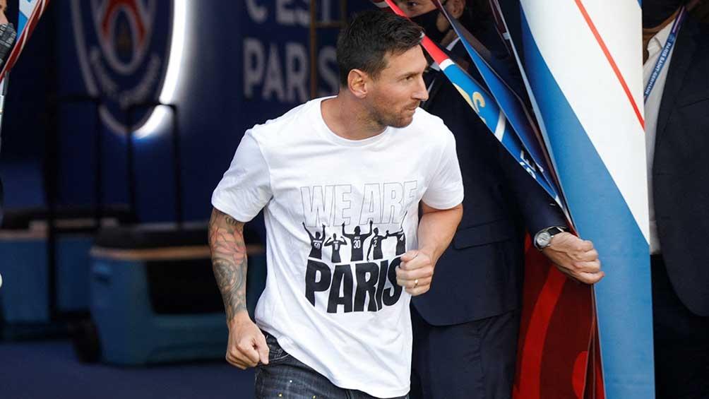 El estadio estalló cuando Messi saltó al campo de juego.