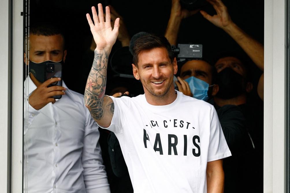 Messi llegó a París en la semana y desató la locura de la ciudad.