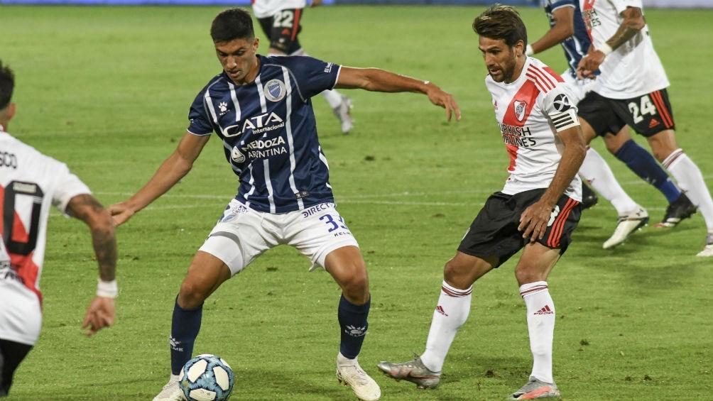 Godoy Cruz frente a River en Mendoza cierra el fútbol del sábado.