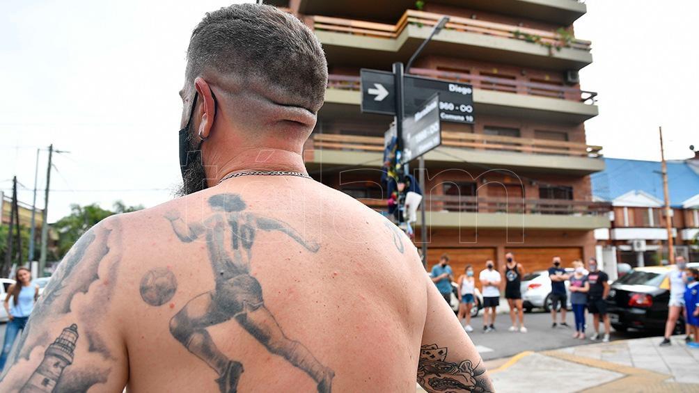 Un tremendo tatuaje de un fanático, que fue hasta Habana y Segurola.